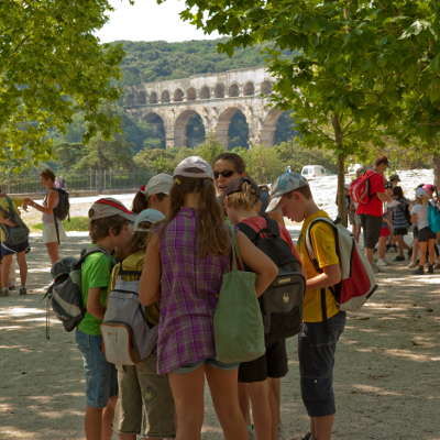 france provence romaine pont du gard groupe enfants